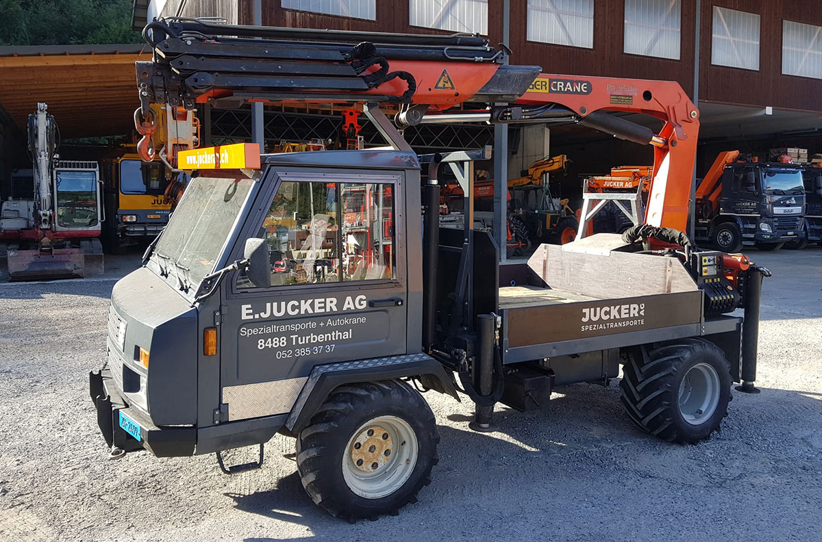 Traktor Reform mit Heckkran - Jucker Spezialtransporte AG